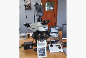 Hybrid invert and upright Olympus microscope